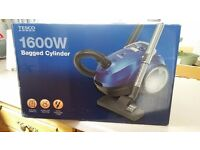 1600W Bagged cylinder hoover in very good condition with tools, bags and manual.
