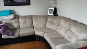 Beautiful Sectional Couch / Great Condition!