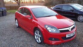 Red Vauxhall Astra sri+