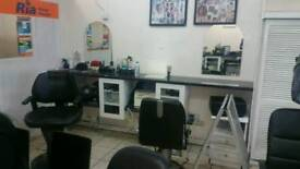 Barber chair space and saloon to Rent