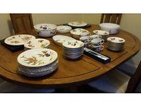 Royal Worcester Evesham Gold 8 place Dinner Service + serving bowls & other items - Fine Porcelain