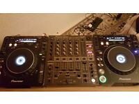 Set of Pioneer CDJ 1000 mk3 and DJM 600 mixer in great condition.