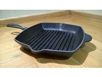 LE CREUSET SKILLET GRAPHITE CAST IRON PAN GRILL GRIDDLE PAN