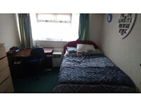Stunning and Spacious Double Bedroom to Rent in Aldershot - Shared House - Bills Included (£495))