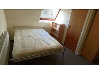 * BOOK NOW FOR 2016 / 2017* EN-SUITE ROOMS * OPPOSITE UNIVERSITY * FULLY FURNISHED *