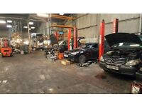 Industrial unit to rent / Garage / Workshop with 8 car lifts