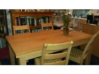 Oak Dining table 6 -8 seater extenable