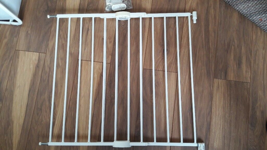 Lindam adjustable aluminium stair gate
