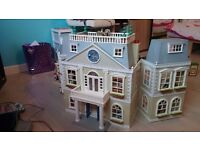 SYLVANIAN FAMILY GRAND HOTEL WITH 9 ROOM SETS AND CHARACTERS