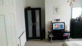 Stunning big double bedroom in a big house. All bills included +Fibre Wi Fi