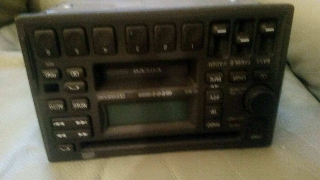 good condition radio cd player for volvo s40 or any volvo from