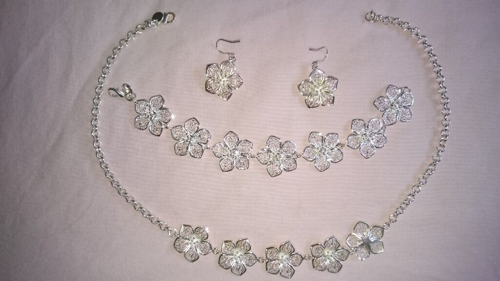 STERLING SILVER JEWELLERY (925in Salford, ManchesterGumtree - Hello, here I have a set of silver jewellery (925), which consists of a necklace, bracelet and ear rings. It is in a nice silver box
