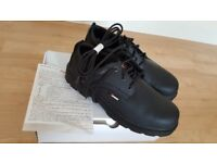 Brand new safety shoe Toesavers size 10
