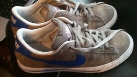 NIKE IN FANTASTIC CONDITIONS ONLY 19 SIZE 9