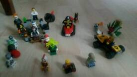 Bundle of lego minifigs and sets