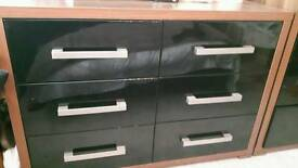 2 sets of large drawers 2 bed side drawers