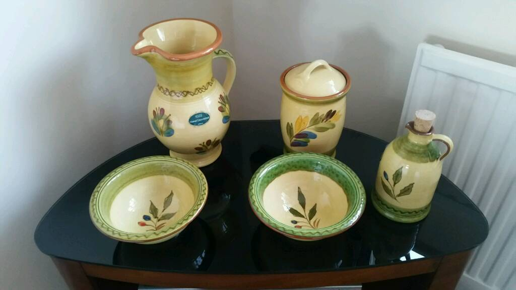 Marks and Spencers 5 piece pottery set