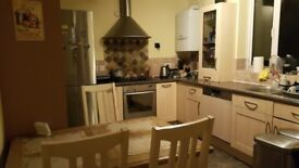 Room to let in Central Borehamwood all bills included and cleaning