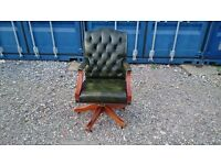 GREEN LEATHER BUTTON BACKED SWIVAL CHAIR