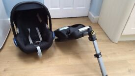Maxi Cosi EasyFix IsoFix Base and Cabriofix car seat