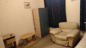 MASSIVE DOUBLE ROOM TO RENT. ONLY 1 MINUTE WALK FROM LEYTON STATION. ACCESS TO CENTRAL LINE. £650