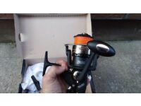 2 matching fishing reels, course/spinning