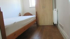 Cosy single room,zone 3, 3min walk to mitcham Eastfields railstation,parking,bills and wifi included