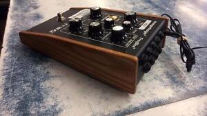 Pédale de guitare de marque Moog modèle MF-107 superbe condition Z010494