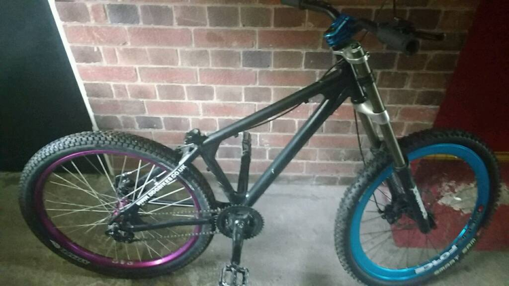 """Custom downhill mountain bikein Newcastle under Lyme, StaffordshireGumtree - Custom downhill mountain bike, ddg carbon frame, bomber c2r2 titanium folks, Miran handle bars airbase headset, purple custom 27"""" halo back wheel and hub, custom 27"""" blue Delta force front wheel, disk breaks front and back is missing seat as you..."""