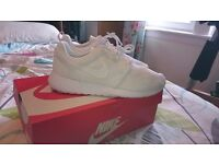 Nike Roshe One White Mens Trainers Size 7