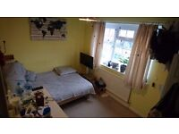 Double room available in 2 bedroom house in Epsom.