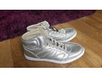 Girls grey/silver high top trainers UK 8 ,EUR 42