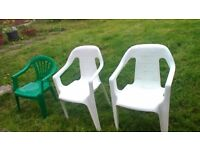 Plastic garden chairs and 1 round table £20 the lot