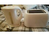 WHITE KETTLE & TOASTER IN EXCELLENT CONDITION