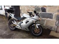Kawasaki ER6F Silver 2006 low miles taxed and MOT. serviced recently