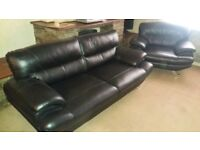 Black Leather Suite With 2 Black Arm Chairs Excellent Condition Like New