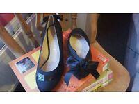 New UK size 4 ladies black heeled shoes