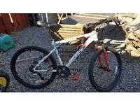 Gt avalanche mountain bike, comes with normal pedals and shimano step in pedals never been used