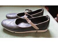 Ladies flat shoes size 7
