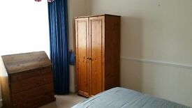 2 Rooms 1 smll 1 lge suit Non-Smok Profess - Shared Clean Friendly House - circa £100pwk inc bills