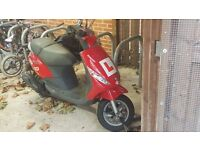 Excellent Condition Piaggio ZIP 100 scooter for sale