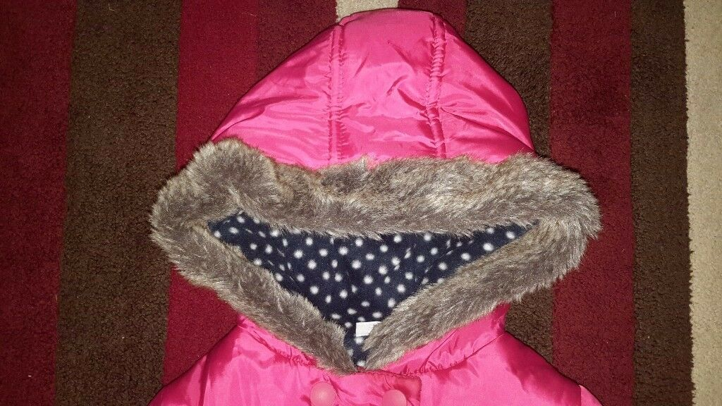 Girls minnie mouse coat, age 2-3, no marks vgc, fleece lined inside
