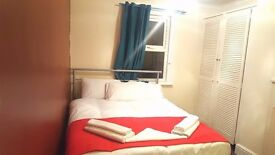 DOUBLE ROOM WTH KING SIZE BED FOR RENT