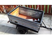 SMALL TRAILER WITH TAIL BOARD 46 INCHES X 30 INCHES X 18 INCHES DEEP. PART METAL PART WOOD