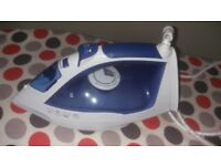 Steam Iron 2200W with measuring cup