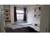 newly refurnished Single room ( double bed) in modern flat share