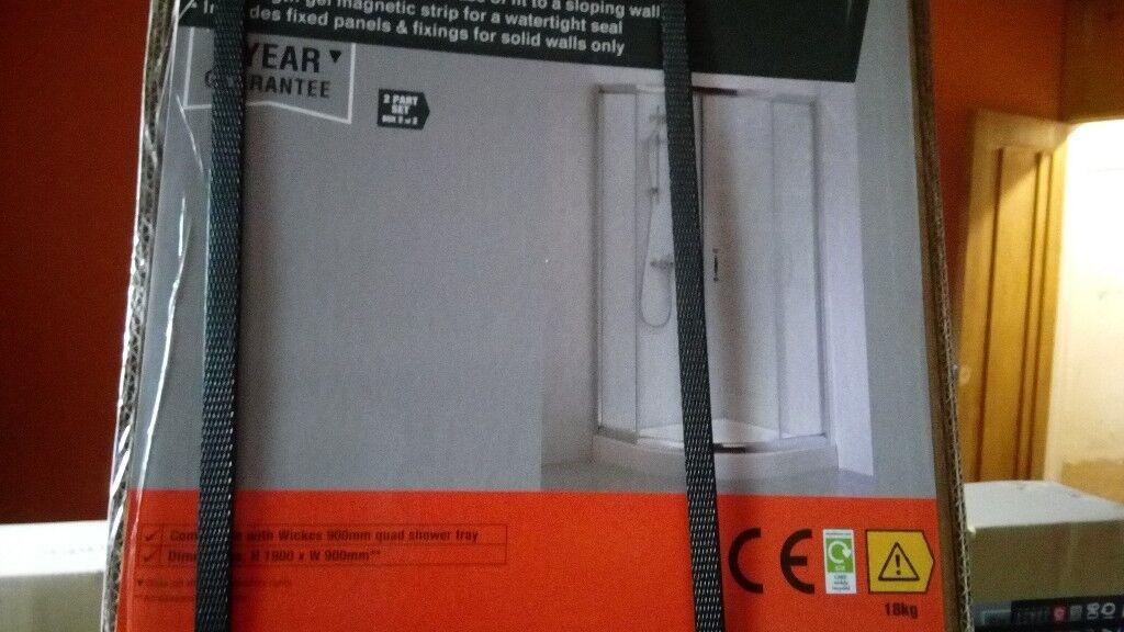 QUADRANT SLIDING SHOWER ENCLOSURE CHROME/900x900/SPACIOUS/BRAND NEW BOXED/ NO OFFERS