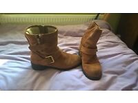 size 7.5 Clarks boots slightly used