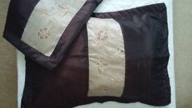 New King Size Bed Spread/ Light Duvet, 2x Oxford Pillow Cases & Used Matching Curtains