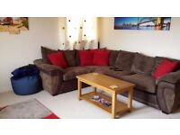 Double Bedroom to rent in 2 bed flat with 27 year old male.